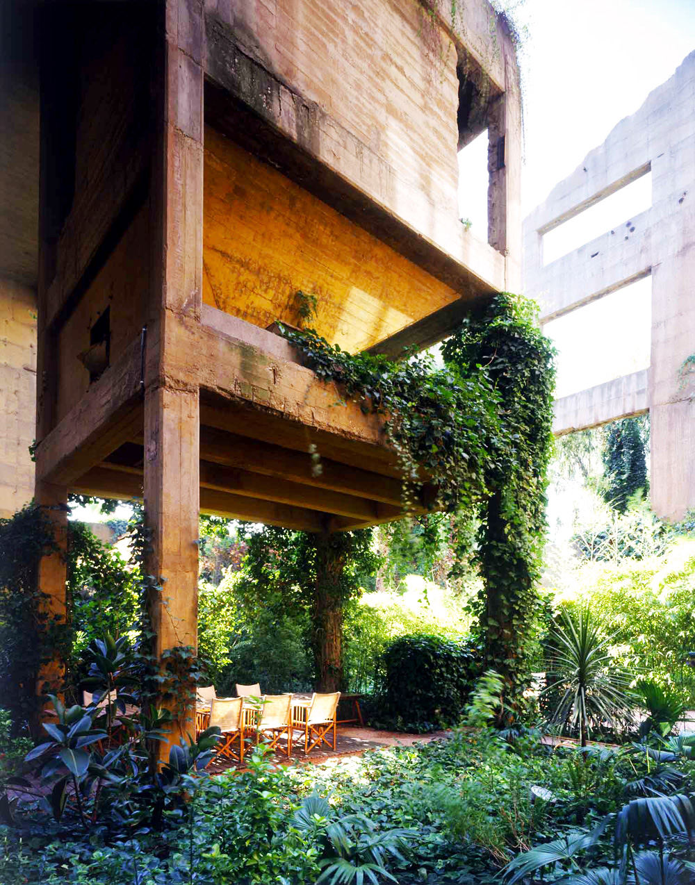 Ricardo-Bofill-Home-Old-Cement-Factory-Spain-Yellowtrace-11_1
